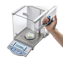 210g Accuris™ Analytical Balance with Internal Calibration